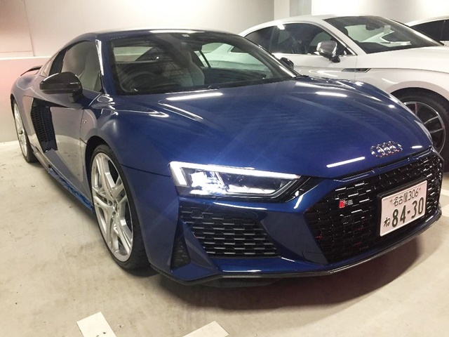 audi r8 coupeの青